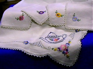 00139 Tablelinens teacloth and 4 napkins 2