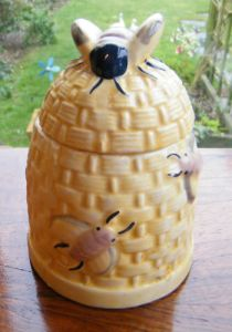 pending - honey pot - bee skep